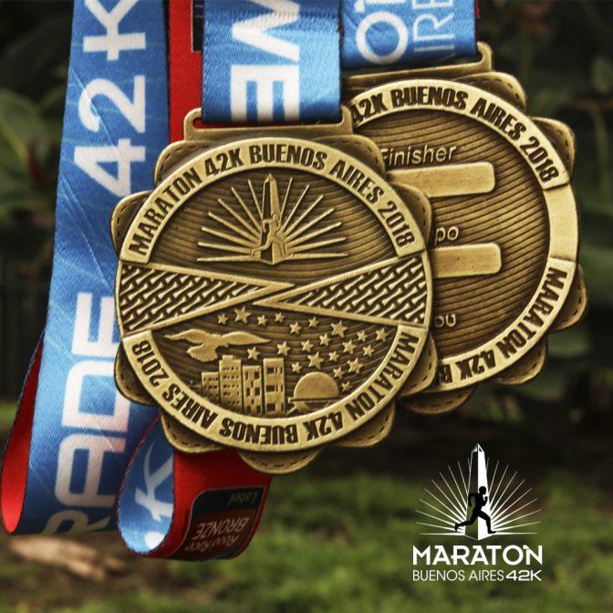 La medalla para los participantes del maratón 3