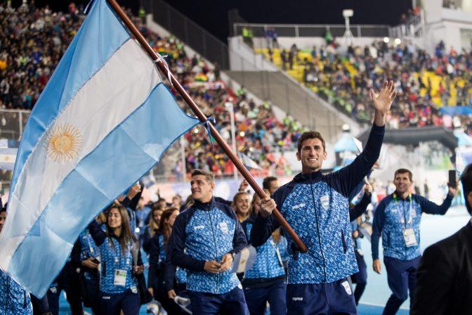 Germán Chiaraviglio, abanderado de la delegación argentina 1